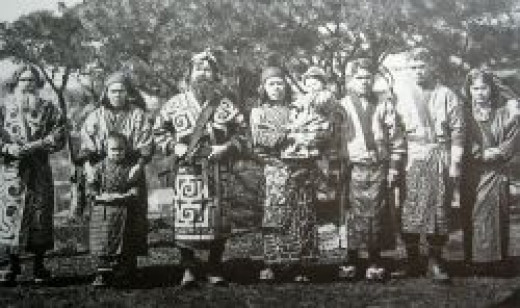 1904 photo of a group of Ainu people