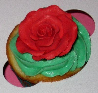 Alice in Wonderland Themed Cupcakes by Meringue Bake Shop
