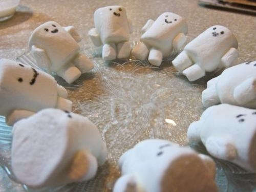 I found these sweet little Adipose figures on several web sites.  They are easy to make and perfect for a Doctor Who movie treat.  Don't eat too many, they are sweet!
