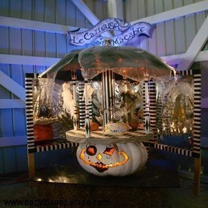 This involved pumpkin sculpture is called LE CARROUSEL MACABRE...it was a pumpkin with a moving carousel on top of it...yes, a macabre and it's quite a feat. Once again, this is a 50 pound pumpkin, so you can imagine the size of this huge creation.