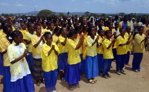 Hurso Ethiopia Choir, 2003.  Photo by Sergeant Bradley Shaver at Wikimedia Commons