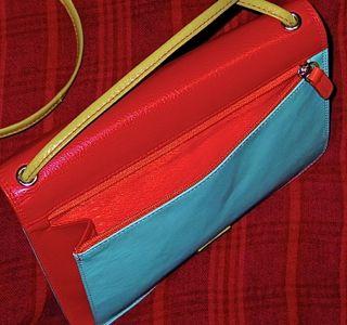 coin purse unzipped shows iLi detail