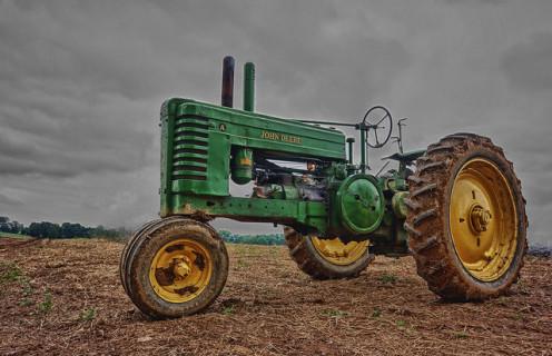 John Deere 318 - JD's Best Lawn Tractor?