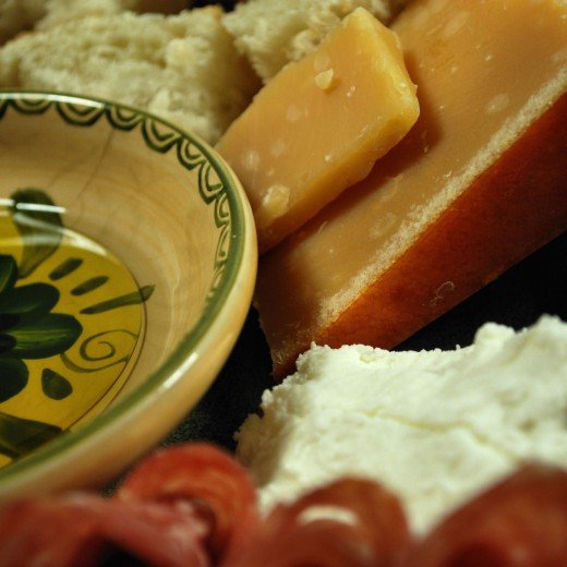 Smoked, aged gouda, goat cheese, olive oil and balsamic vinegar dip and French bread.