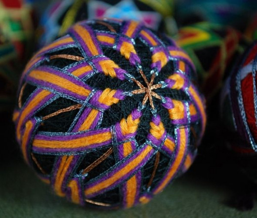 A 2 1/2 inch core with 2 centres, the 8 pointed stars extend beyond the equator, and are worked to produce a woven effect.