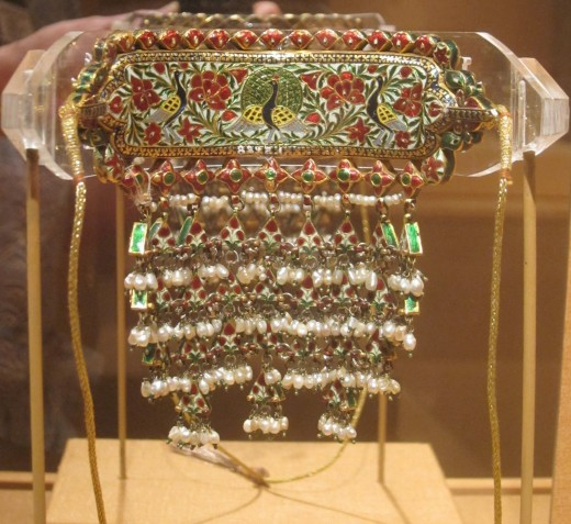 Adiya necklace from India, 19th century, gold, rubies, clear stones, pearls and emeralds, Honolulu Academy of Arts