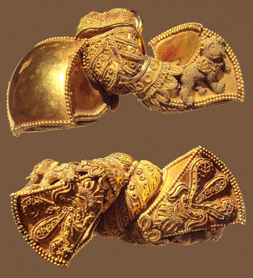 Royal gold earrings from Andhra Pradesh in India,  1st Century BC