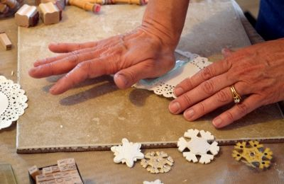 making-snowflake-christmas-ornaments-how-to