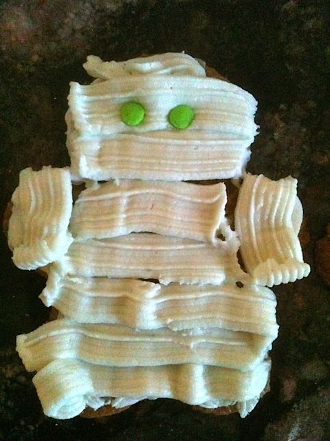Windblown hair on this Mummy Cupcake topper by Mickie_G