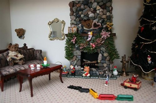 Holiday Dollhouse Miniature Decor